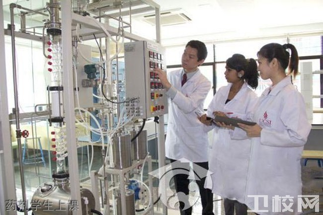 重庆市医药经贸学校药剂学生上课
