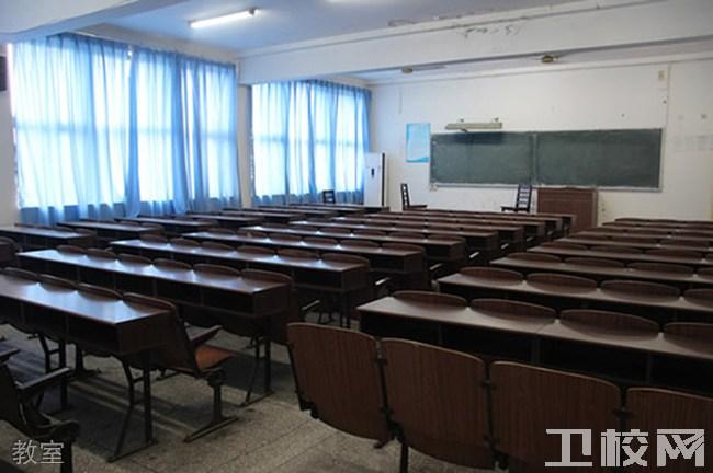 重庆知行卫生学校环境:教室