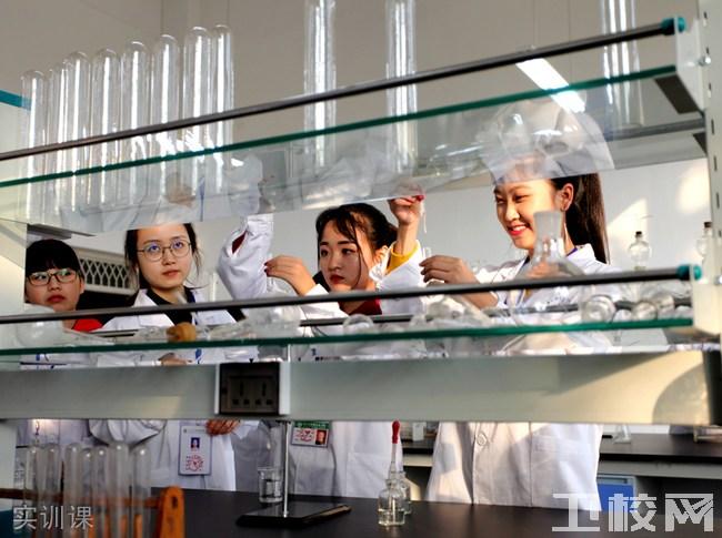 乐山市医药科技学校(成都校区)实训课