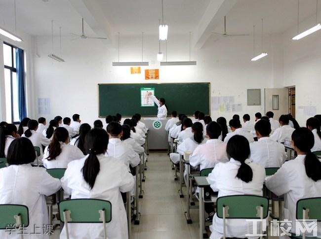 乐山市医药科技学校(成都校区)学生上课